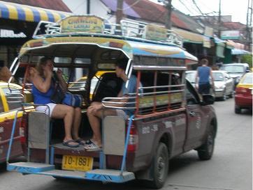 サムイ島のソンテウ・バス
